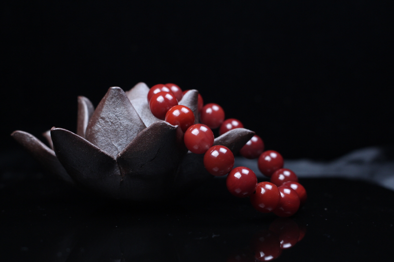 【珠串】玫瑰红过渡小锦红手串,油亮匀润,颜色深邃神秘,手工打磨抛光,气质优雅文静,又有一丝高贵神秘,