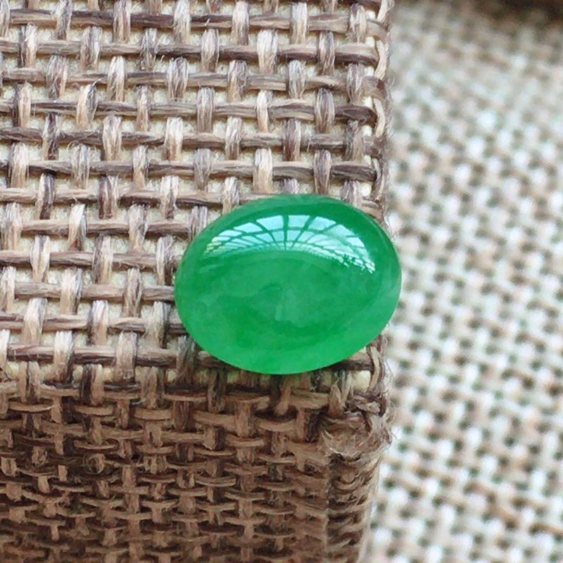 自然光实拍,缅甸a货翡翠,绿蛋面,饱满,玉质莹润,需镶嵌