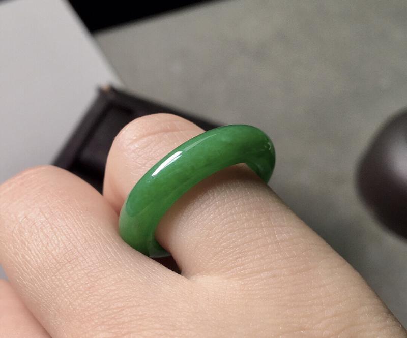 【冰种满绿指圈,色辣,尺寸4.8/3.6--圈口12.5】图8