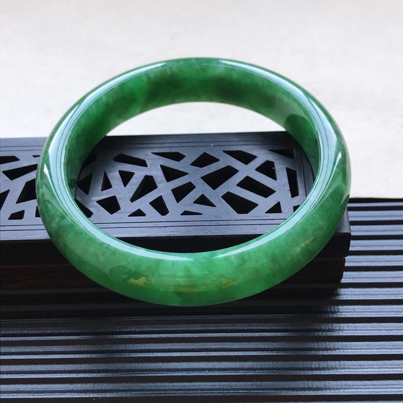天然翡翠A货细糯种飘绿正圈手镯,尺寸57.8-12.9-7.7mm,玉质细腻,种