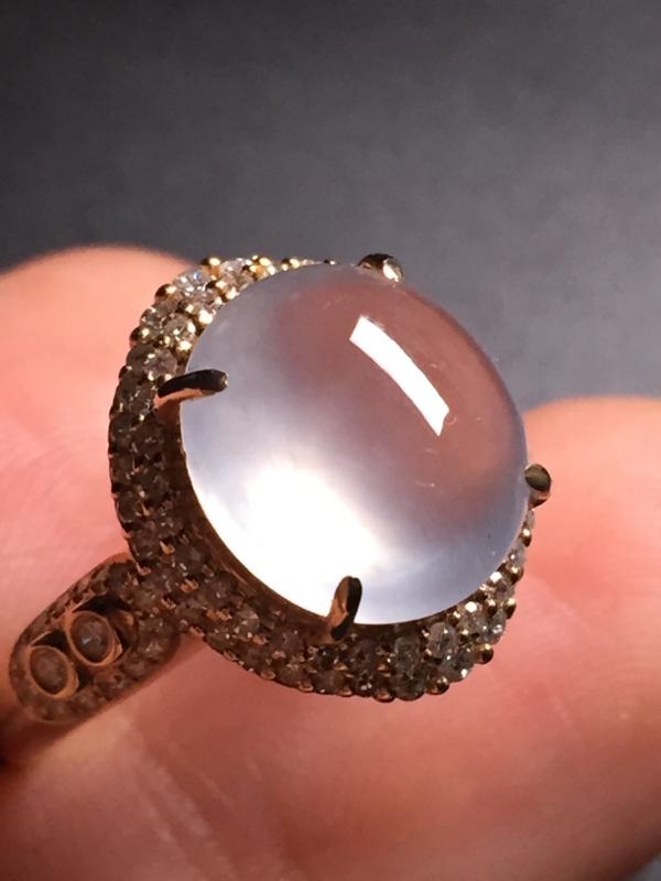 翡翠A货,高冰蛋面戒指,18k真金真钻镶嵌,完美,种水超好,玉质细腻。整体尺寸:15.0*13.0*
