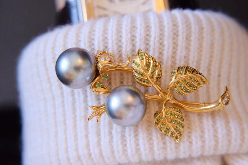 海水珍珠胸针  艺术品[鼓掌]超赞的设计。 配的珠子光泽也特别好 13-14mm,海水珍珠,18k金