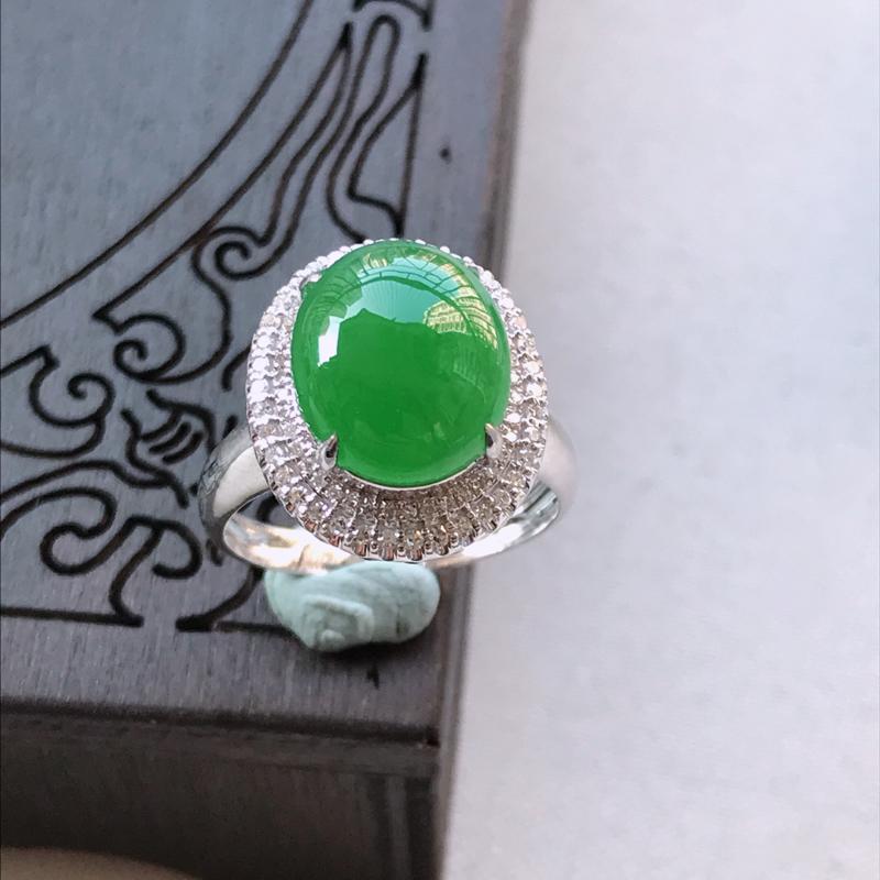 满阳绿蛋面翡翠戒指,整体尺寸16.3-12.0mm裸石尺寸12.0-9.9-4.6mm圈口16.5m