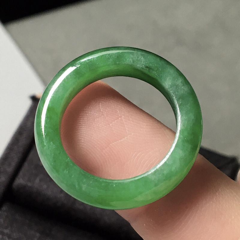 【冰种满绿指圈,色辣,尺寸4.8/3.6--圈口12.5】图3