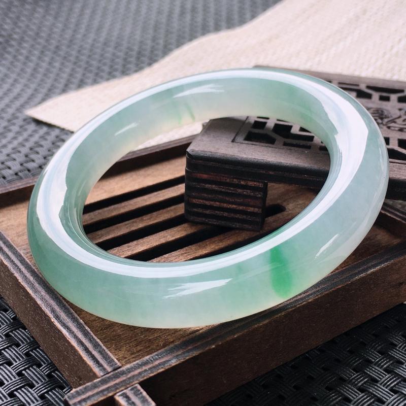 圈口:57,天然翡翠A货—冰润飘绿透光细腻圆条手镯,尺寸: 57/12.3/12
