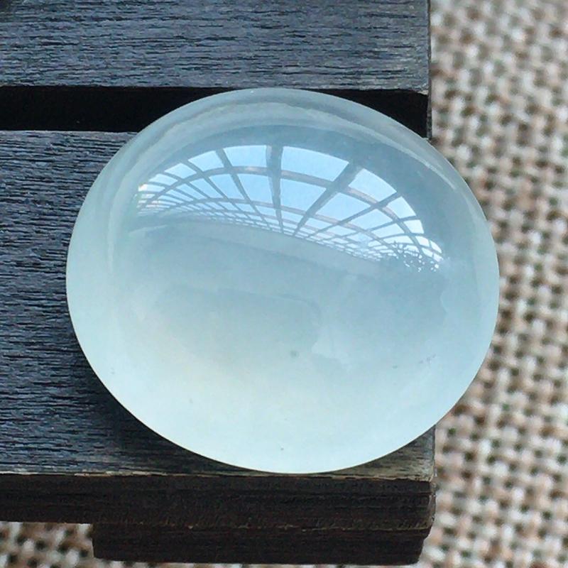 自然光实拍,缅甸a货翡翠,蛋面,大颗饱满,玉质莹润,