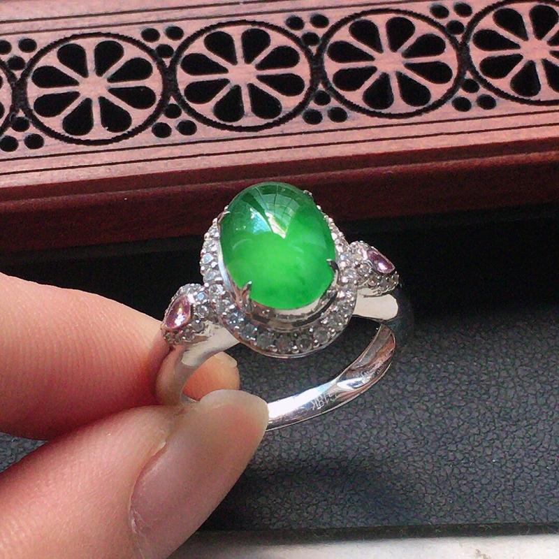 缅甸翡翠17圈口18k金围钻镶嵌浅绿蛋面戒指,自然光实拍,颜色漂亮,玉质莹润,佩戴佳品,内径:17.