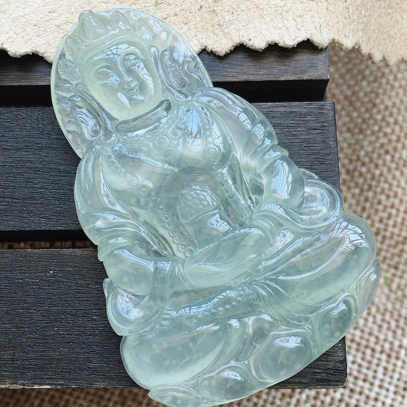 自然光实拍,缅甸a货翡翠,冰润度母,种好冰透,底色漂亮,玉质莹润,大件厚装,精雕工艺,佩戴佳品
