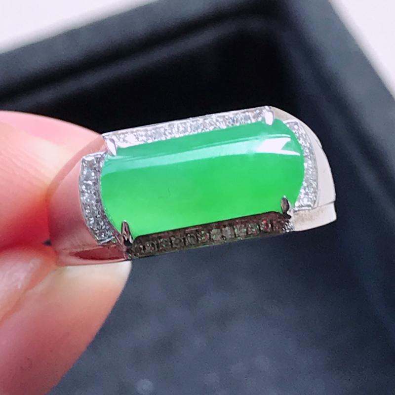 1119,18k精雕完美好种满绿戒指,裸石尺寸