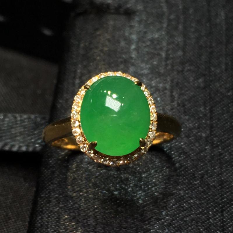 翠绿蛋面戒指
