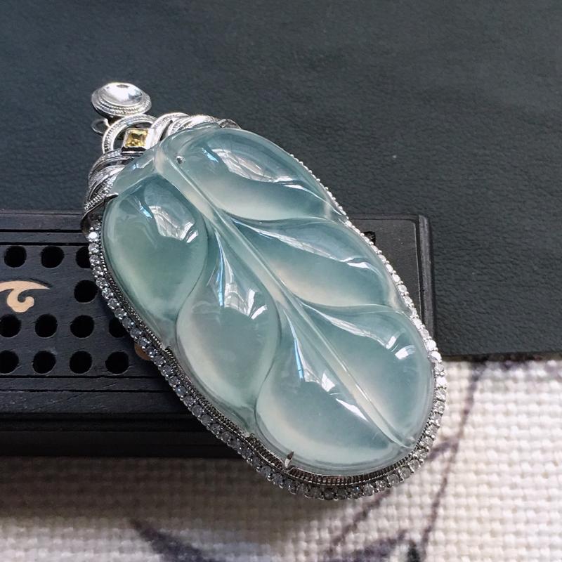 缅甸翡翠18K金伴钻镶嵌叶子吊坠,颜色好,玉质细腻,雕工精美,佩戴送礼佳品,包金尺寸: 54.2*2