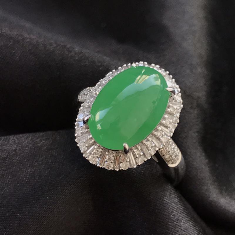 天然翡翠A货,阳绿戒指,料子细腻,冰透水润,色泽鲜艳,饱满大气,18K金伴钻镶嵌,性价比高