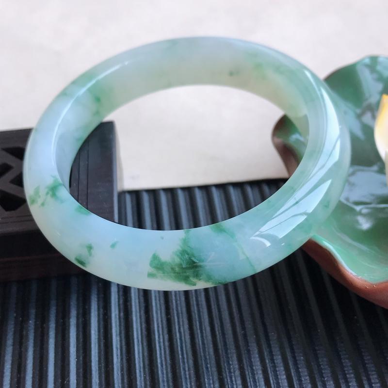 天然翡翠A货糯化种飘花正圈手镯,尺寸56.5-12.6-9mm,玉质细腻,种