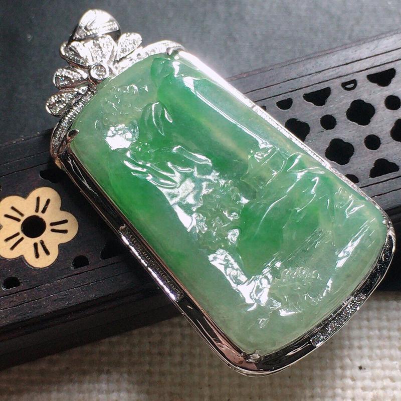 缅甸翡翠18k金伴钻镶嵌带绿山水牌吊坠,自然光实拍,颜色漂亮,玉质莹润,佩戴佳品,包金尺寸:52.7
