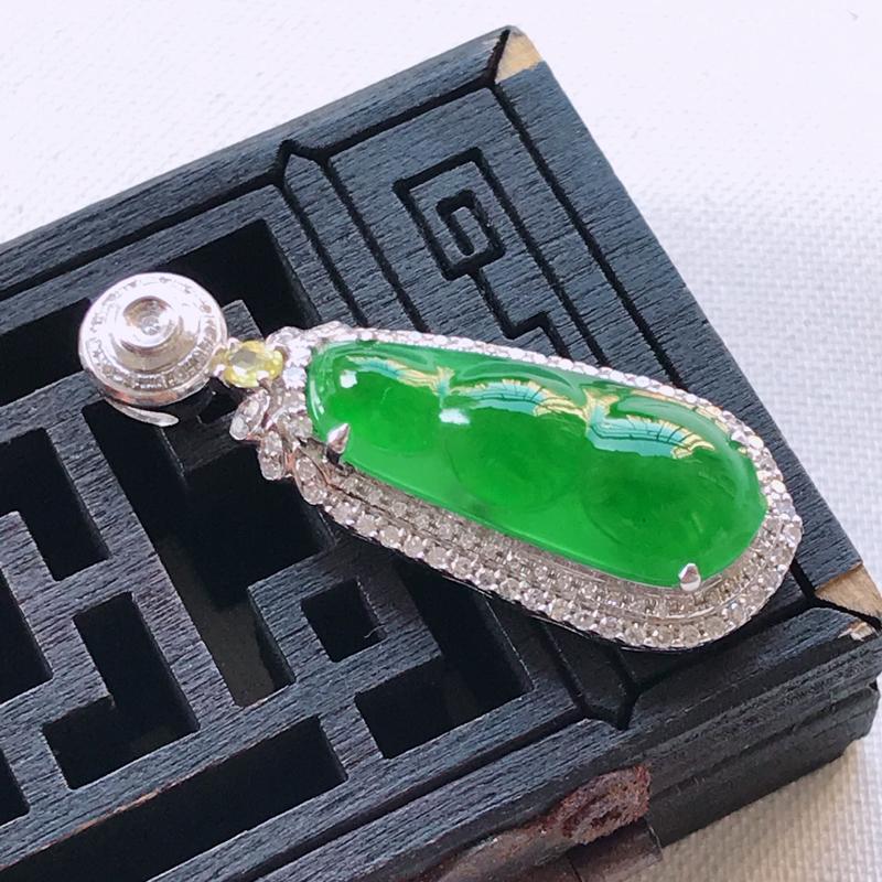 翡翠A货阳绿满色四季豆吊坠、玉质细腻,底色漂亮,上身高贵,尺寸32.3/12/8.1mm裸石 20.