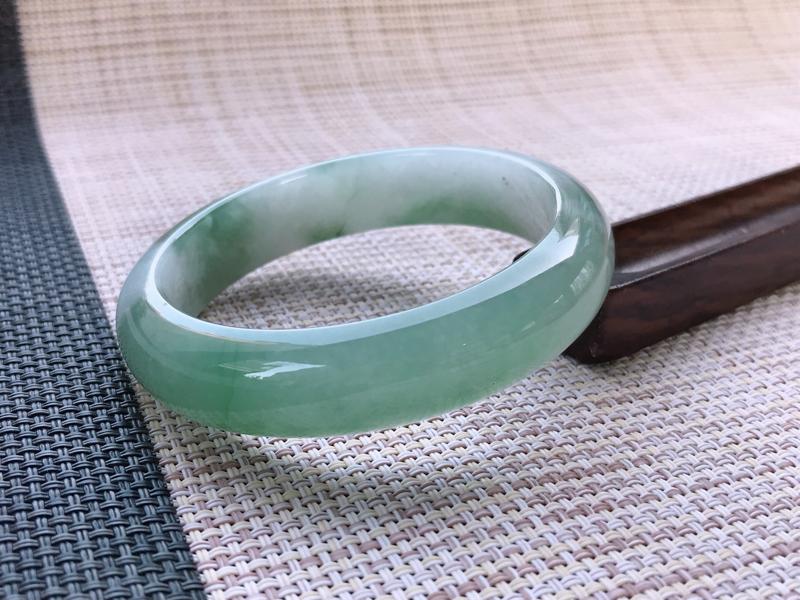 双彩莹润正圈手镯,尺寸:58.8/14.3/8.2,石纹 细腻 清秀      圈口58-59可佩戴