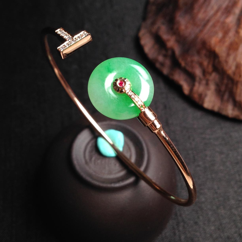 飘绿平安扣手环 裸石尺寸:13.6-3mm内直径尺寸:56.4mm重量:4.51g完美!18k玫瑰金