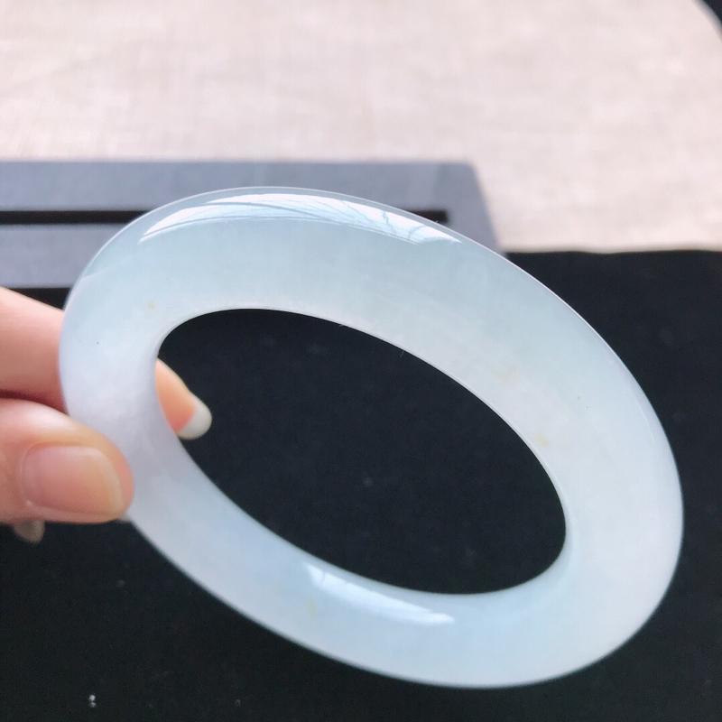 【圆条:57.6。天然翡翠A货。冰糯种圆条手镯。水润干净,佩戴优雅高贵。尺寸:57.6*12.3mm】图2