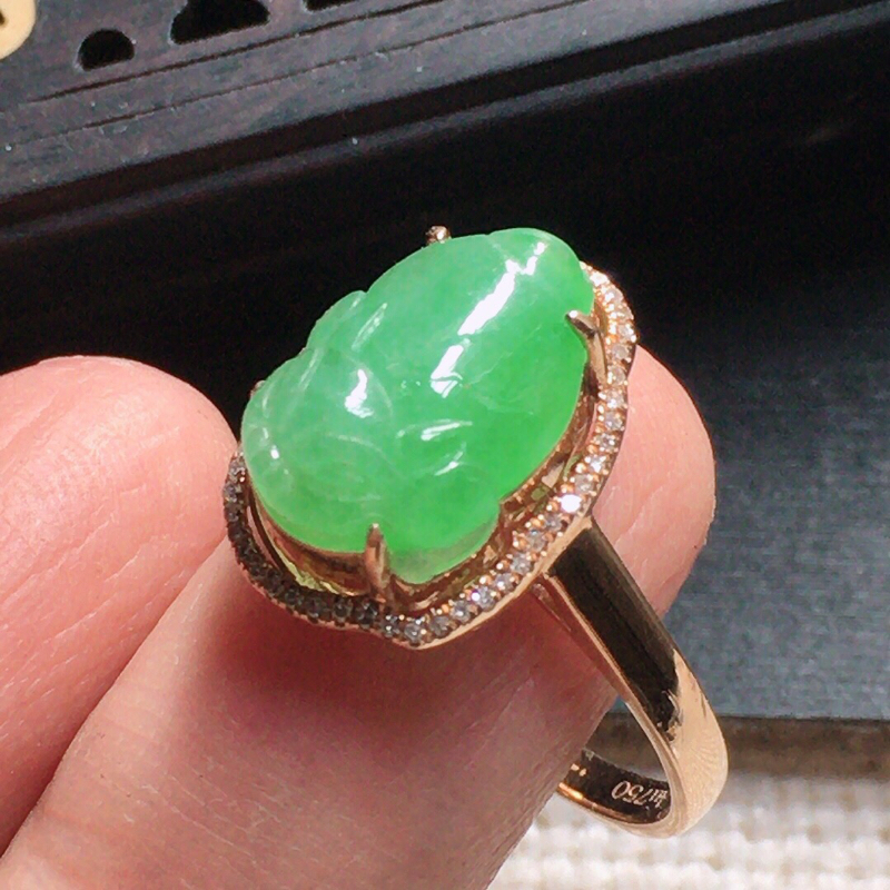 缅甸翡翠17圈口18k金围钻镶嵌浅绿貔貅戒指,自然光实拍,颜色漂亮,玉质莹润,佩戴佳品,内径:17.