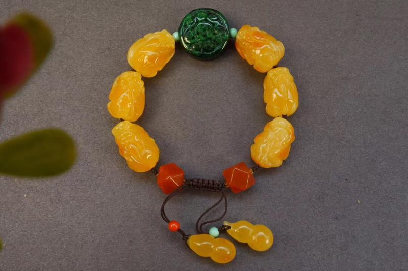 纯天然俄料鸡油黄蜜蜡貔貅手串!由天然蜜蜡立体貔貅:19×13.5×11.8m