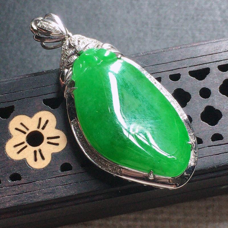 缅甸翡翠18k金伴钻镶嵌满绿福瓜吊坠,自然光实拍,颜色漂亮,玉质莹润,佩戴佳品,包金尺寸:37.0*