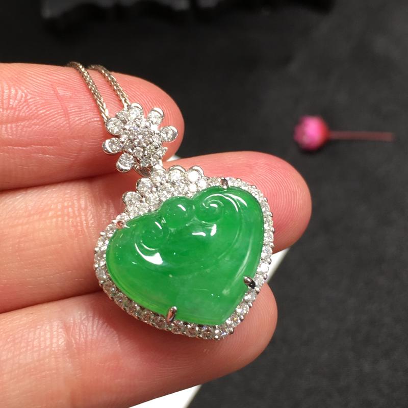 阳绿如意头,吉祥如意,底庄细腻,18K白金南非真钻镶嵌,有微纹可忽略,性价比高,推荐,尺寸26*19
