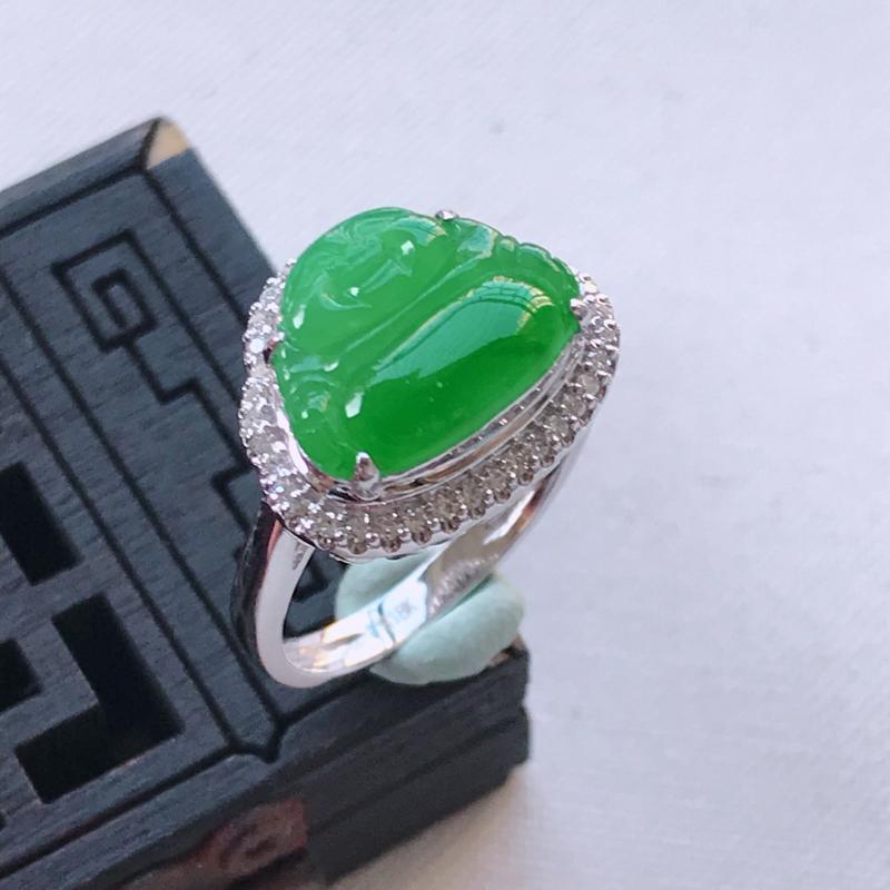 翡翠A货阳绿满色佛公戒指,玉质细腻,底色漂亮,上身高贵,内径