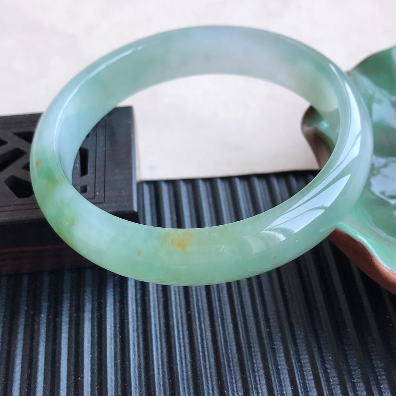 天然翡翠A货细糯种飘绿正圈手镯,尺寸58.2-12.8-7.1mm,玉质细腻