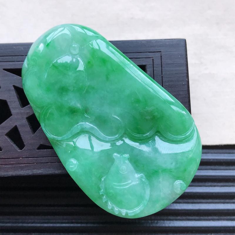 天然翡翠A货细糯种飘绿精美荷叶鱼吊坠,尺寸51.8-31.6-6.9mm,玉质
