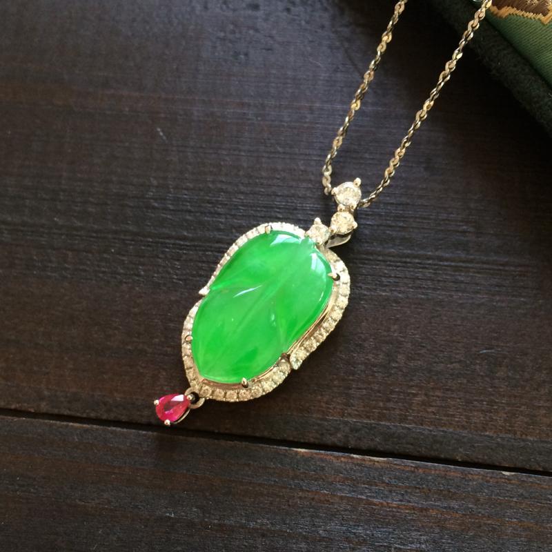 冰绿叶子,非常美的色泽,种色也好,18k金镶嵌,上身太吸晴了,裸石16.5-10.1-2.8,整体: