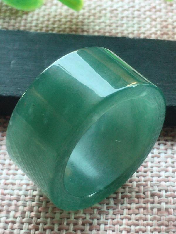 【满底色戒指,25圈,种老水足,细腻水润,完美,尺寸20.8/13/3.5mm性价比超高】图2