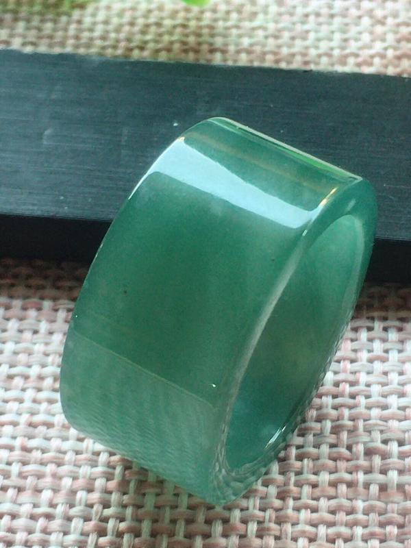 满底色戒指,25圈,种老水足,细腻水润,完美,尺寸20.8/13/3.5mm性价比超高