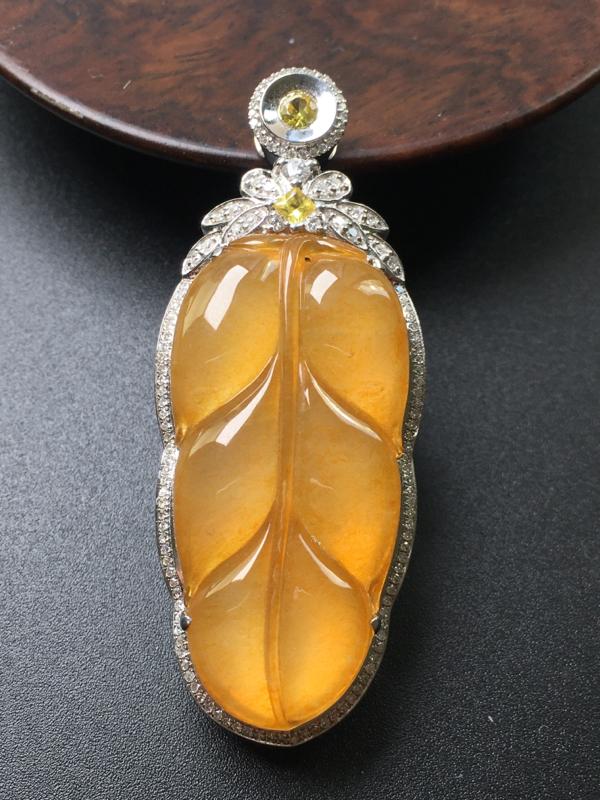 黄翡叶子吊坠,18k真金真钻镶嵌,完美,种水超好,玉质细腻。