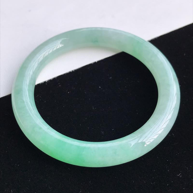 圈口53-54mm天然翡翠A货老坑糯化种飘绿圆条手镯,圈口:53.7×9.5mm,料子细腻,水头好,