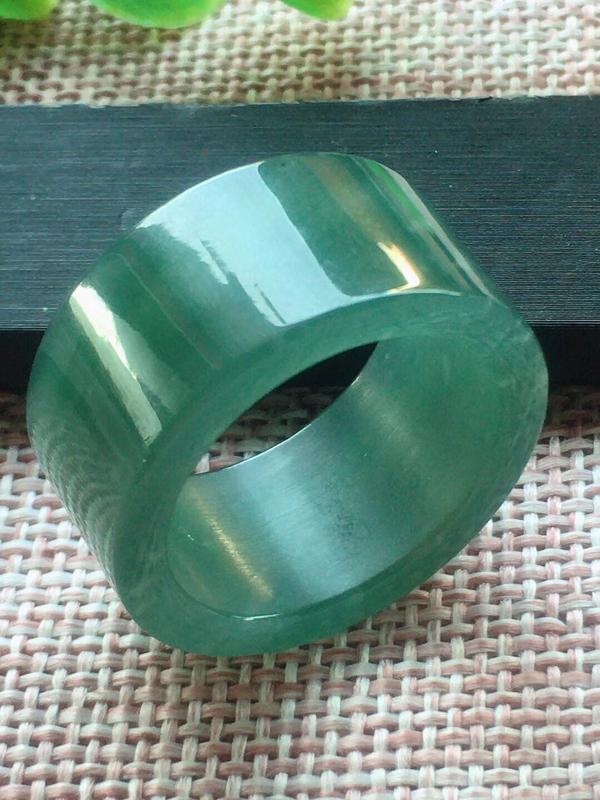 【满底色戒指,25圈,种老水足,细腻水润,完美,尺寸20.8/13/3.5mm性价比超高】图5