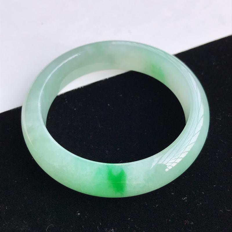 圈口56-57mm天然翡翠A货老坑糯化种飘阳绿正圈手镯,圈口:56.3×14.3×8.2mm,料子细