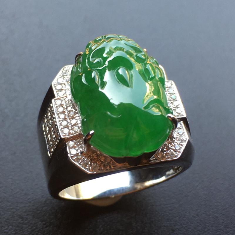 满绿貔貅马鞍翡翠💍,种老通透,色泽鲜艳,饱满,性价比高,高贵上档次,祼石尺寸:18.2*13.2*5