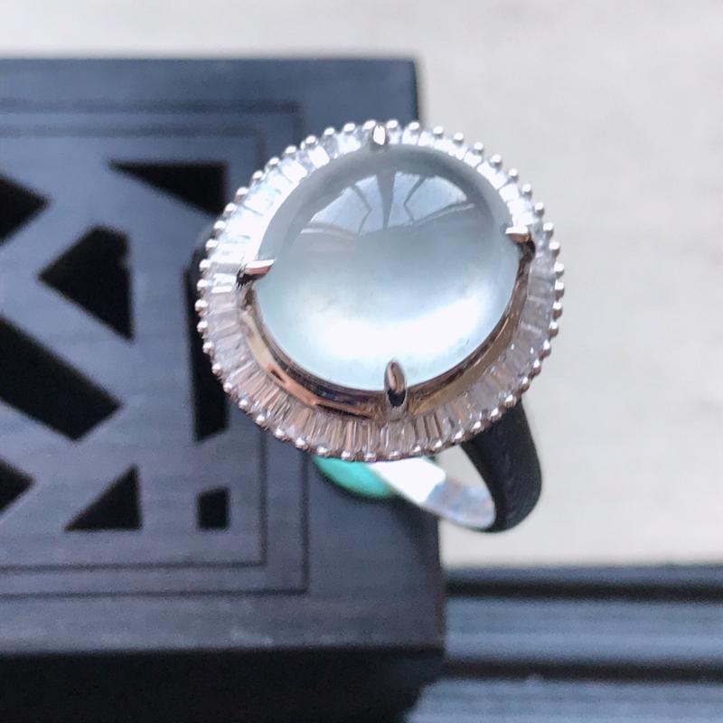 天然翡翠A货18K金镶嵌伴钻冰糯种白冰精美蛋面戒指,内径尺寸18.5mm,裸