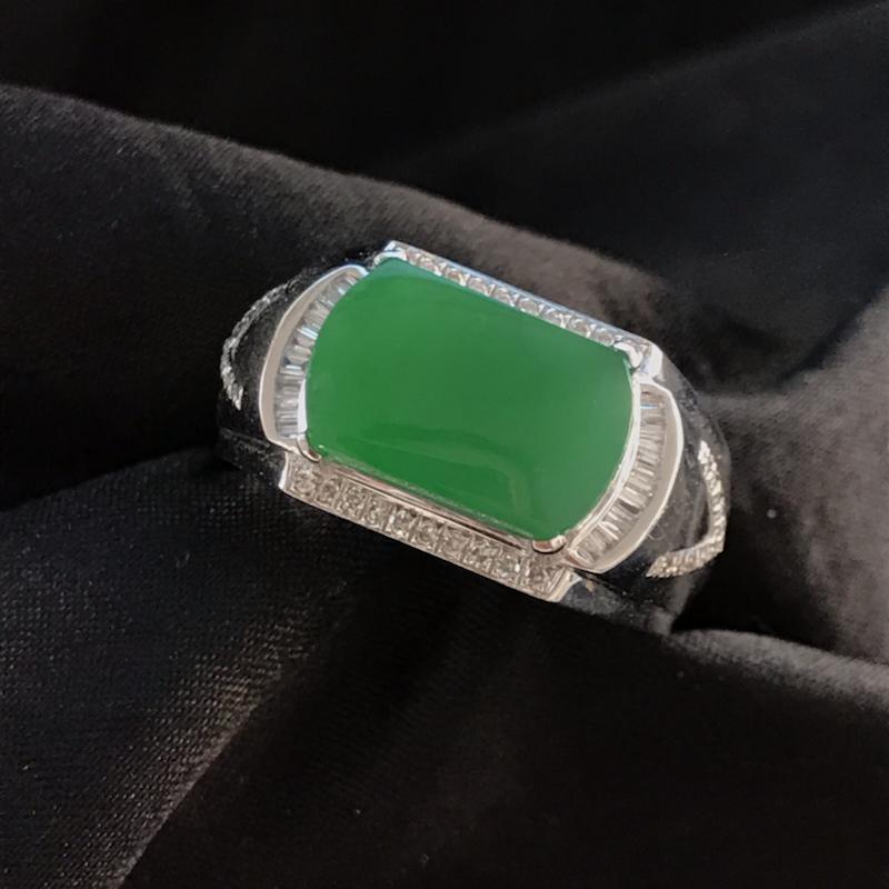 天然翡翠A货,满绿马鞍戒指,料子细腻,冰透水润,色泽鲜艳,饱满大气,18K金伴钻镶嵌,性价比高