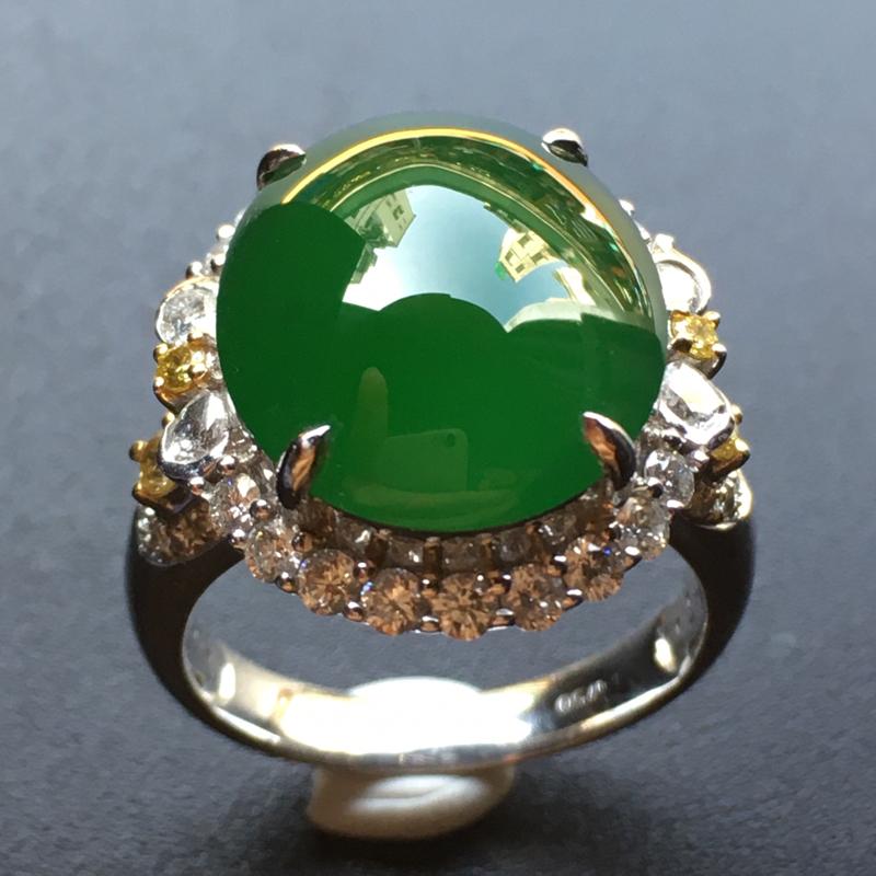 满绿蛋面翡翠💍,色泽鲜艳,种老通透,饱满圆润,性价比高,佩戴高贵大方,祼石尺寸:16*13*5整体尺