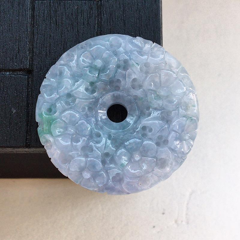 自然光实拍,缅甸a货翡翠,紫罗兰飘花玉扣,种好细腻,颜色漂亮,工艺好,精美个性
