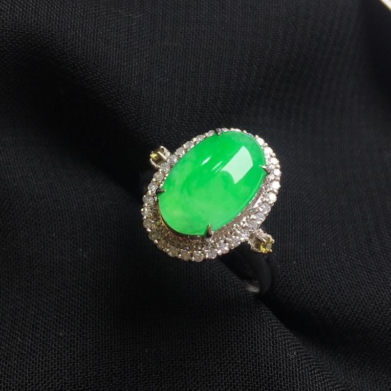 满绿蛋面戒指,18k金伴钻镶嵌,种水一流,佩戴精