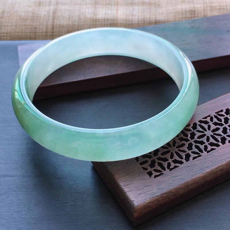 冰糯种飘绿正圈手镯,圈口:55mm  尺寸:12×6mm  天然翡翠A货玉质细腻精雕细雕手镯, 颜色