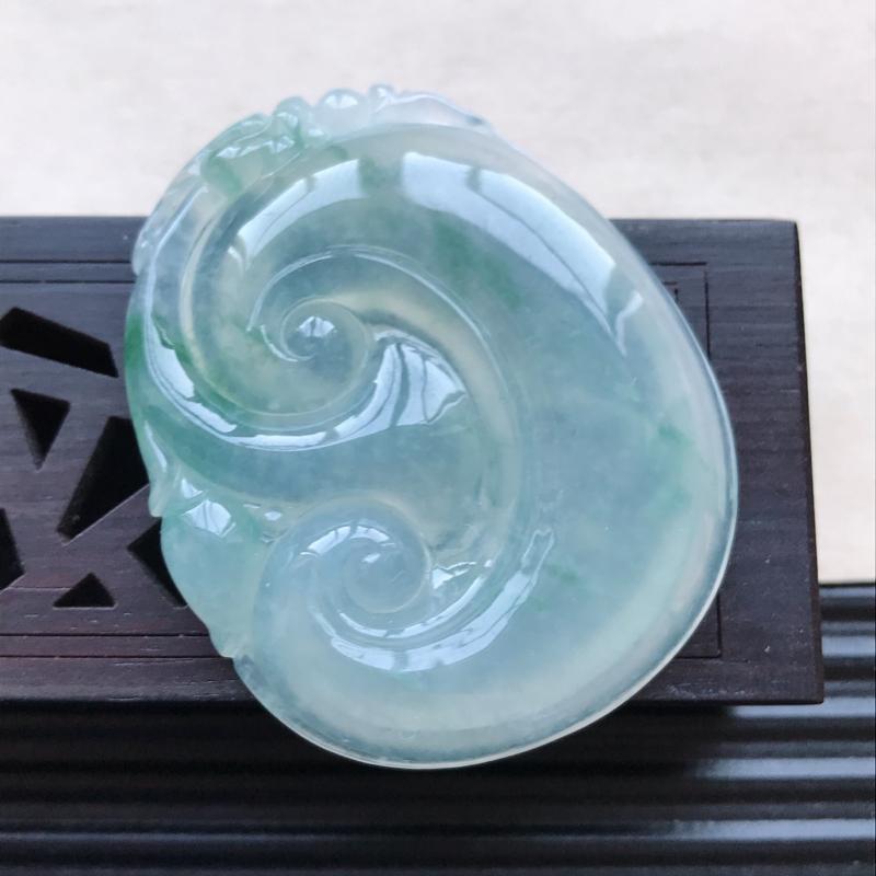 天然翡翠A货糯化种飘花精美如意吊坠,尺寸47.2-38.7-6.4mm,玉质细