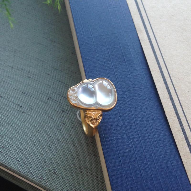 玻璃种葫芦女款戒指,光感强烈,冰纯种老,上手美艳,尺寸:15.5-11-5/17-12.6-75mm