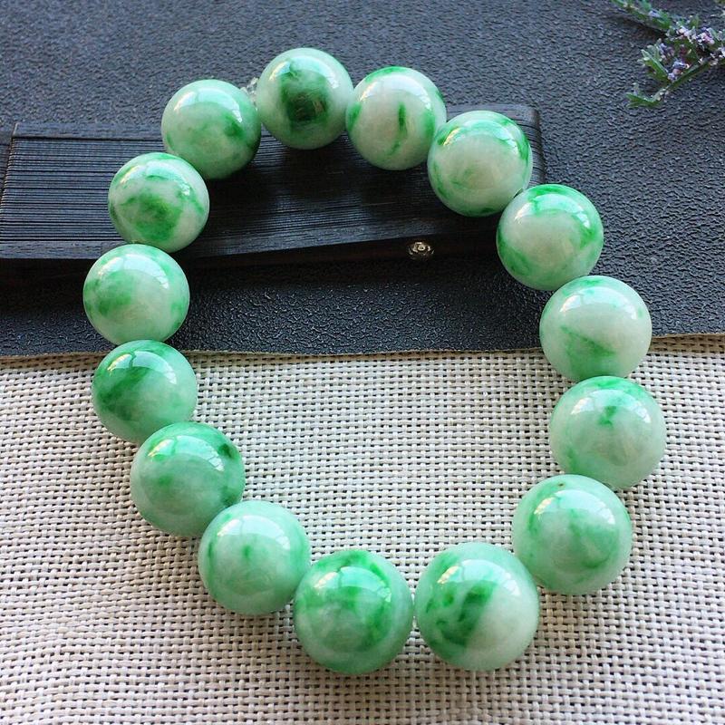 精品翡翠手串,雕工精美,玉质莹润,尺寸:玉:14.7MM,总质量:85.4g