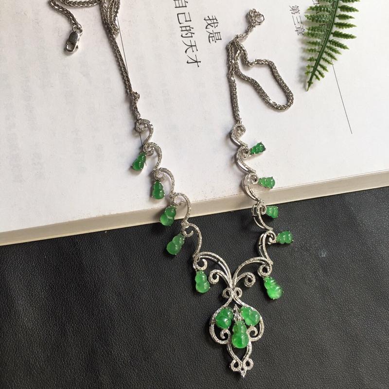 缅甸翡翠18K金伴钻镶嵌满绿葫芦项链,颜色好,玉质细腻,雕工精美,佩戴送礼佳品,包金尺寸:
