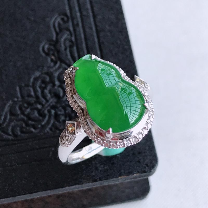 天然翡翠A货18k金伴钻镶嵌满绿葫芦戒指,含金尺寸:16.8×12.1×8.1mm,裸石尺寸:13.