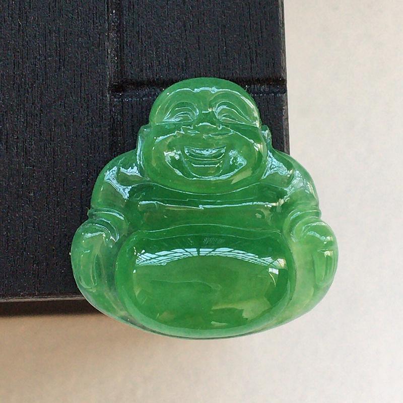 自然光实拍,缅甸a货翡翠,满绿佛公,种好冰透,颜色漂亮,玉质莹润,镶嵌效果好,需镶嵌