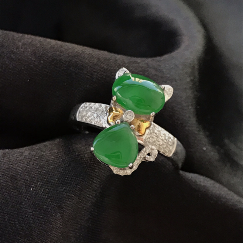 天然翡翠A货,满绿猫咪戒指,料子细腻,冰透水润,色泽鲜艳,饱满大气,18K金伴钻镶嵌,性价比高